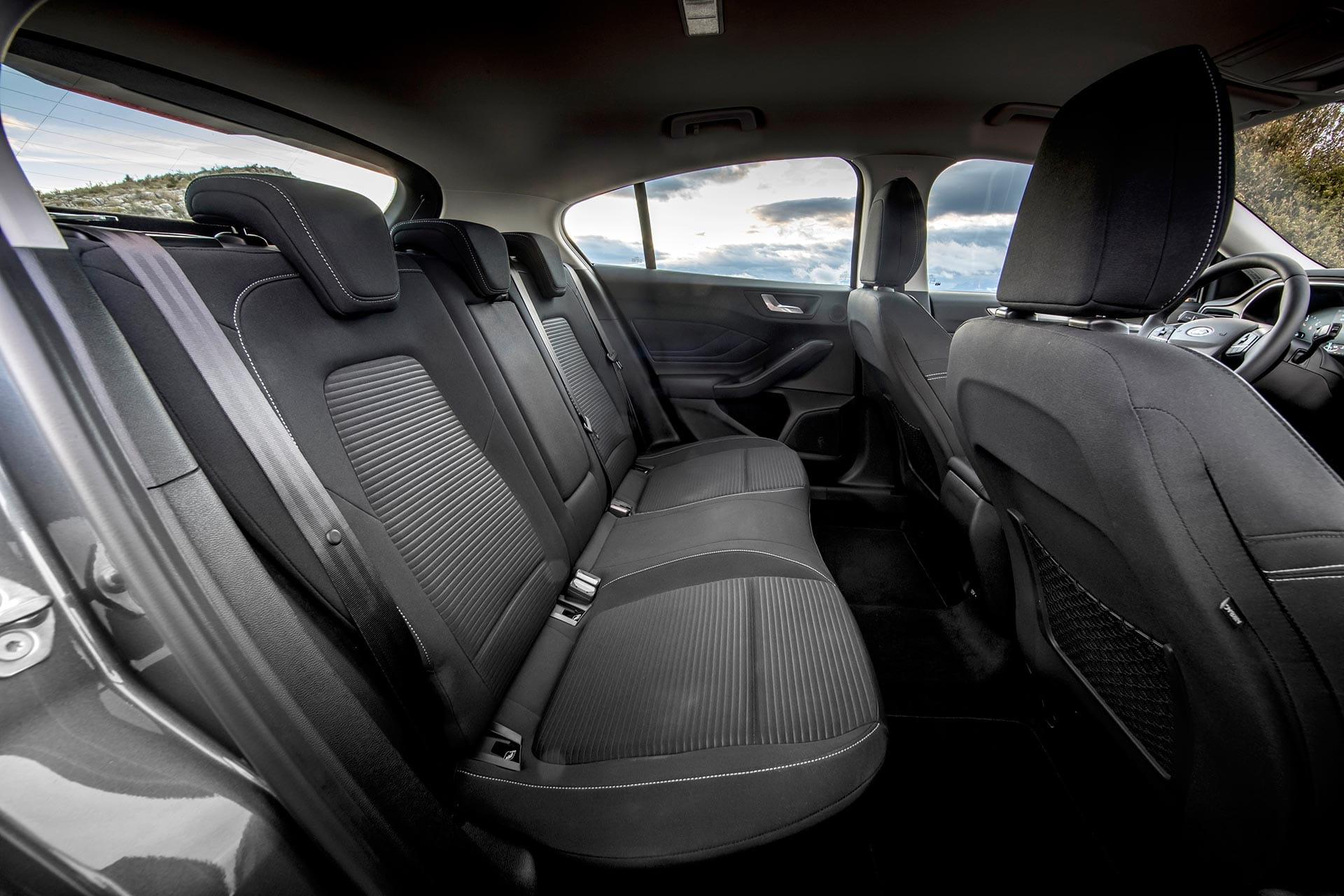 renting ford focus 1.5 ecoblue trend interior trasero