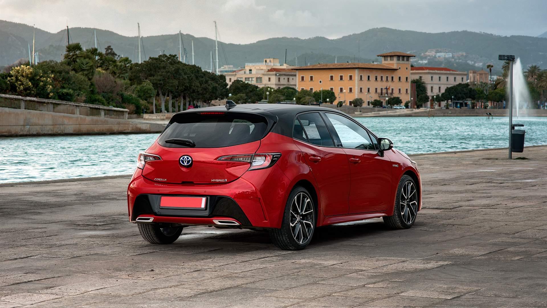 renting Toyota Corolla trasera