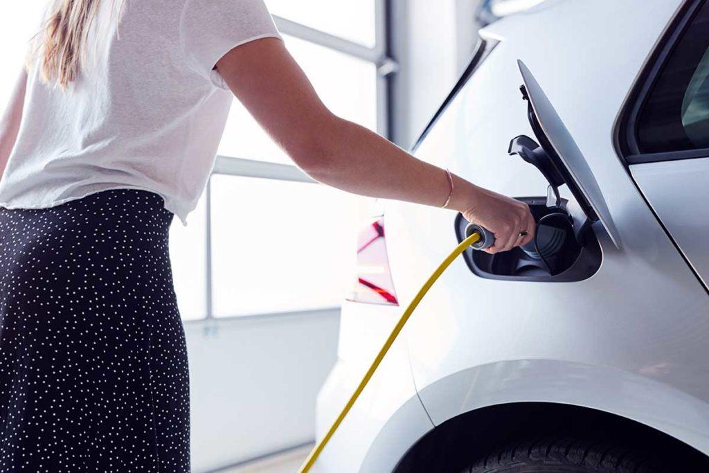 Cómo tener un cargador eléctrico para coche en mi garaje