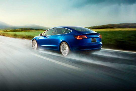 Conducir un Tesla ya no es un sueño, gracias al renting