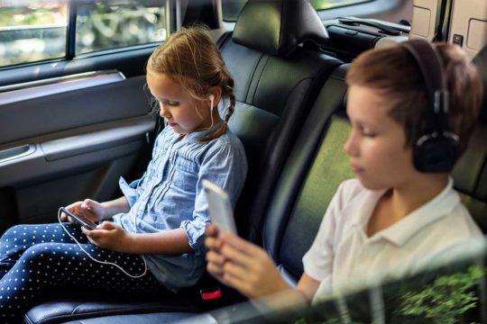 Internet en tu coche: así puedes montarte una red WiFi para tus viajes en familia