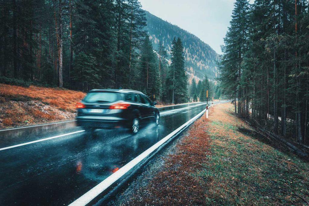 5 consejos para conducir bajo la lluvia