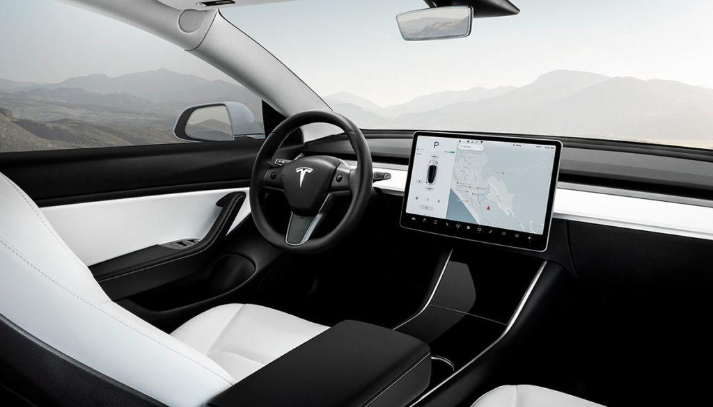 El diseño interior minimalista del Tesla Model 3
