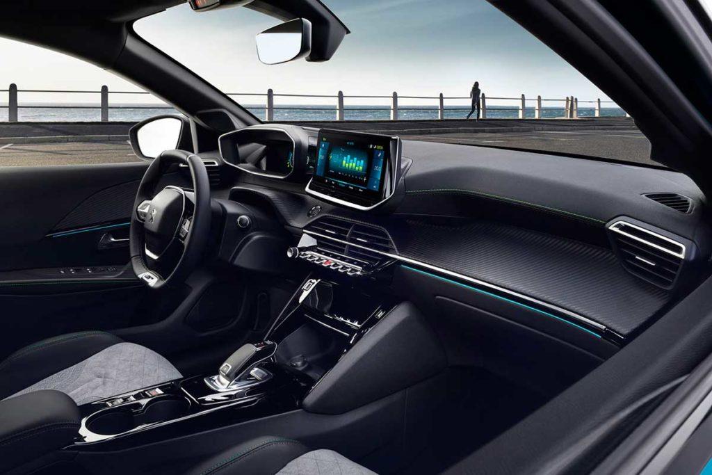 Máxima comodidad y última tecnología en el interior del Peugeot e-2008
