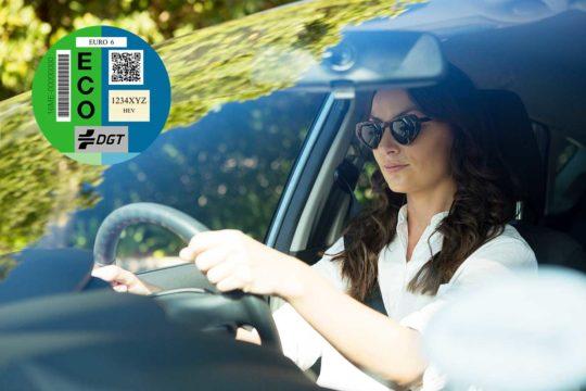 Porqué deberías tener una etiqueta ECO pegada en tu coche