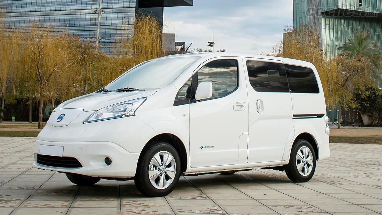 renting Nissan Evalia
