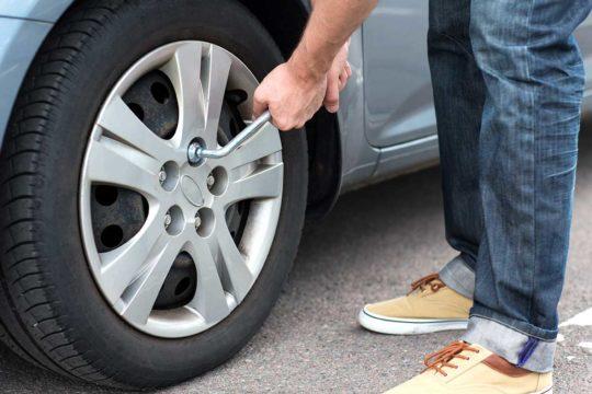 Cómo cambiar la rueda de tu coche de forma segura