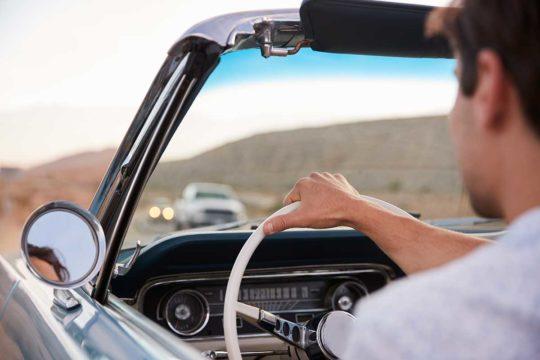 Cosas que no sabías que hacías mal al conducir
