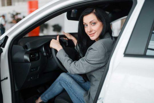 ¿Debo comprar un coche u optar por el renting?