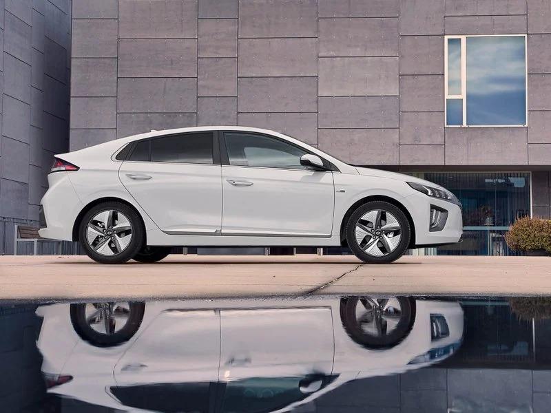 Renting Hyundai Ioniq