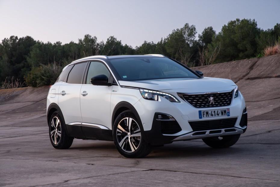 Renting del Peugeot 3008 Híbrido blanco