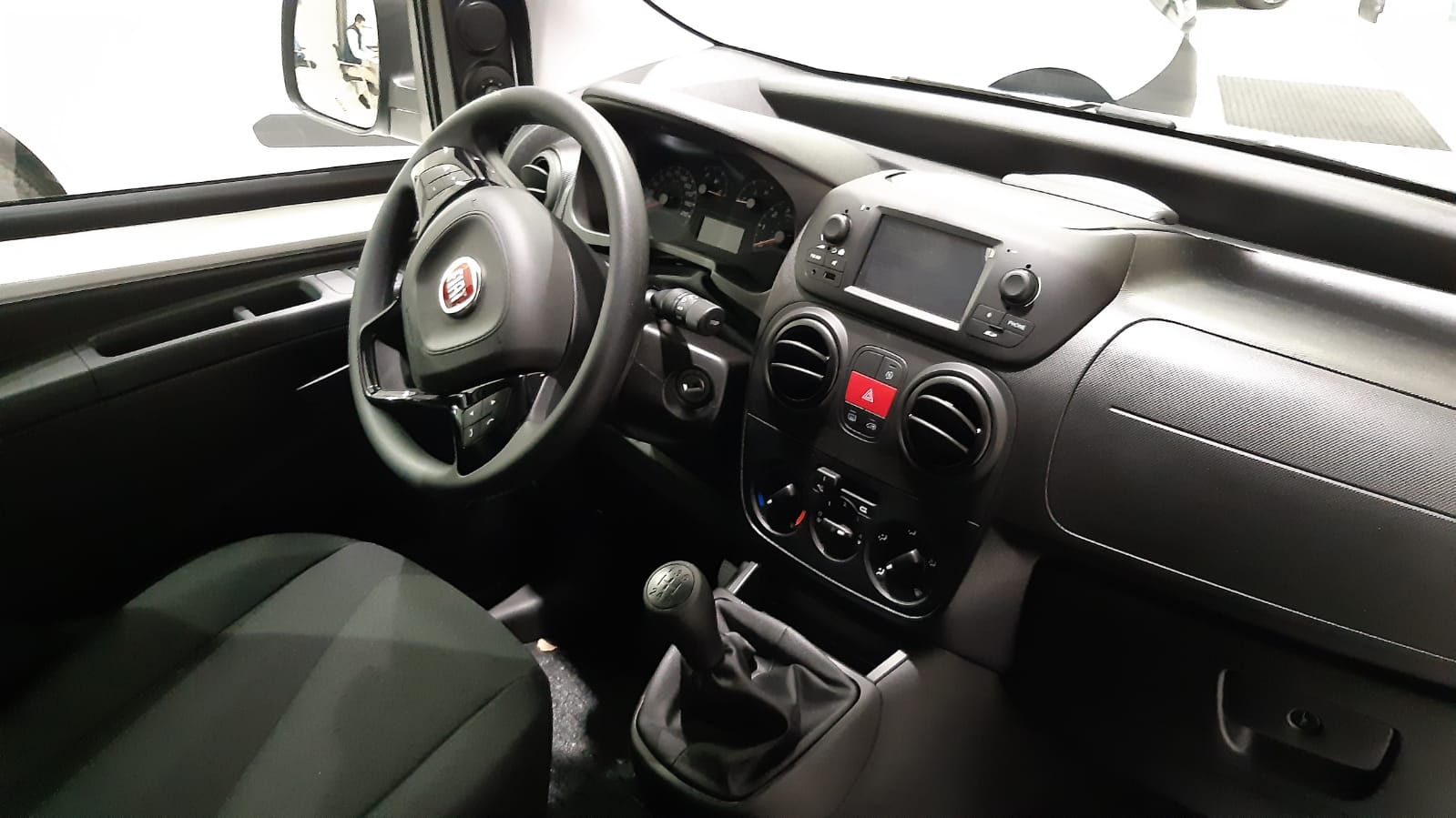 Renting de coches, Interior del Fiat Fiorino 1 puerta