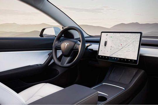 Conducción Automatizada, el futuro del piloto automático tesla interior coche
