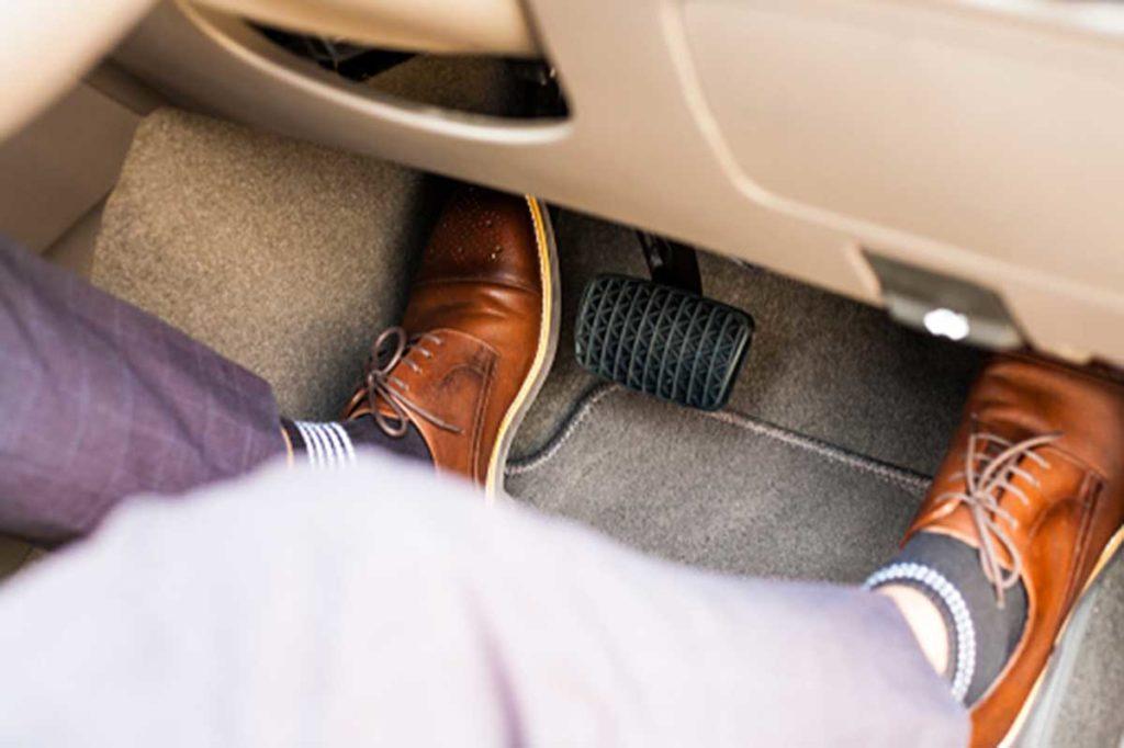 7 Consejos para un uso adecuado de los pedales del coche