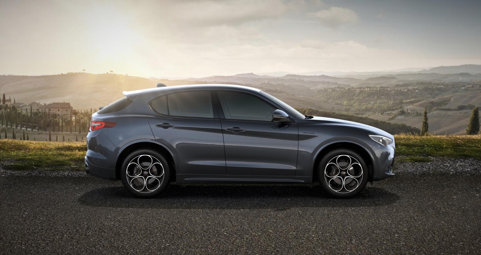 Renting Alfa Romeo Stelvio Plano lateral
