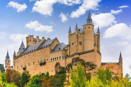 Descubre los mejores castillos de España en coche, Alcázar de Segovia