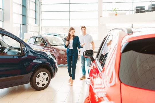 Elegir renting de coches eléctricos o de gasolina
