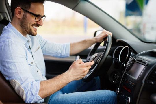 Infracciones de tránsito por las que puedes perder puntos en el carnet de conducir
