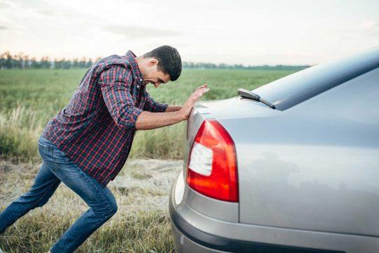 Cómo arrancar el coche cuando se queda sin batería