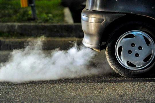 Causas y soluciones para el humo blanco y negro del tubo de escape de los coches