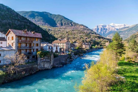 Descubre el Pirineo Aragonés en estas 5 rutas a montañas españolas en coche