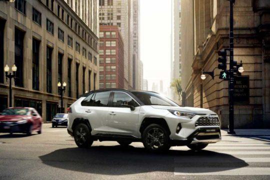 Conoce los 4 mejores coches de renting con la etiqueta ECO, Toyota RAV4 Hybrid