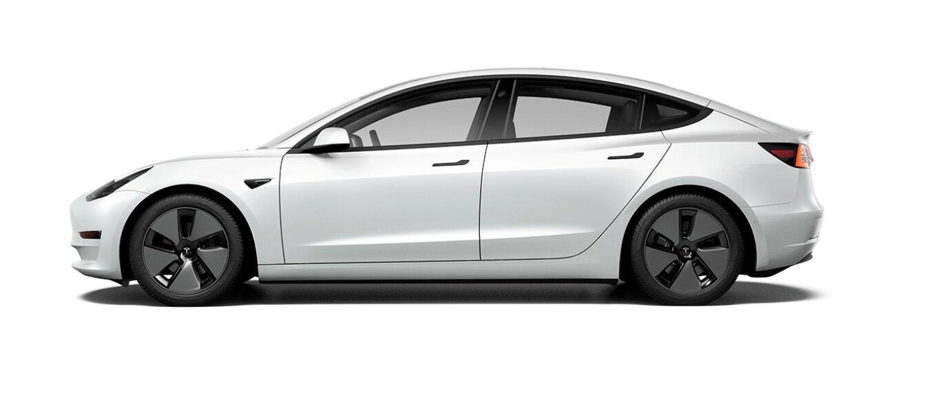 renting Tesla Model 3Estándar Plus RWD