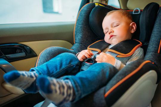 Conoce la tecnología antiolvido de niños y mascotas en el coche este verano